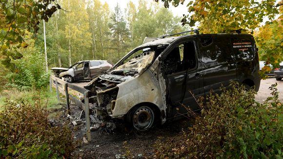 Poltettuja autoja Matinkylässä Espoossa 7. lokakuuta.