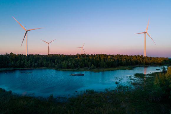 Näkymä Ajoksen tuuliturbiineista.