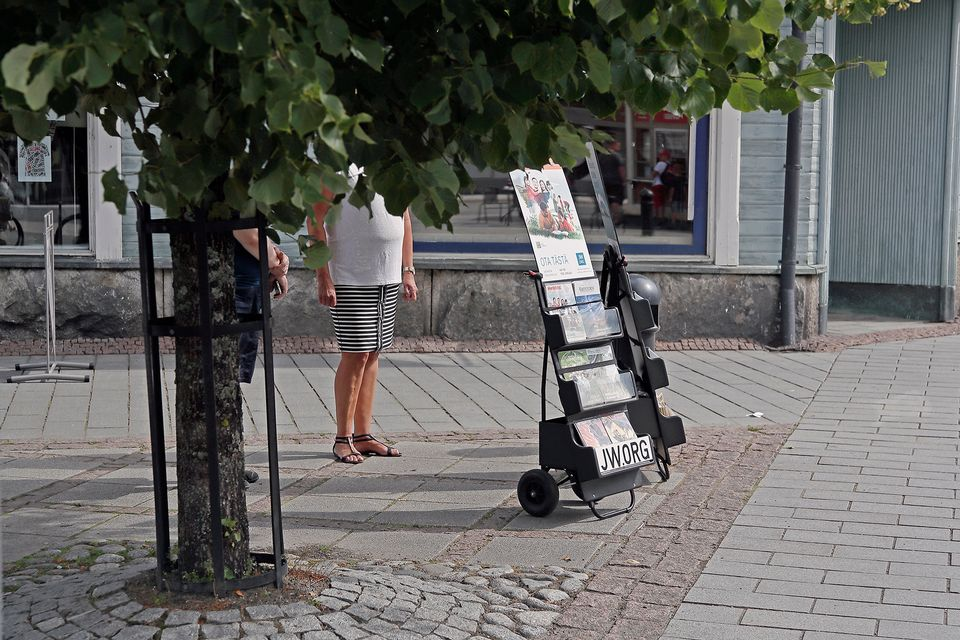 Finnish court orders Jehovah's Witnesses to end illegal data