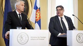 Euroopan neuvoston pääsihteeri Thorbjörn Jagland ja Timo Soini lehdistötilaisuudessa 8. marraskuuta.