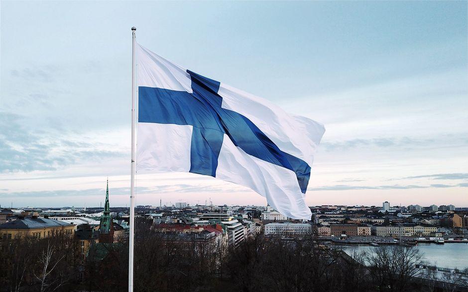 Itsenäisyyspäivän valtakunnallinen lipunnosto Tähtitorninmäellä Helsingissä.