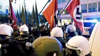Poliisi pysäytti uusnatsien Kohti vapautta! -marssin Hakaniemessä Helsingissä itsenäisyyspäivänä.