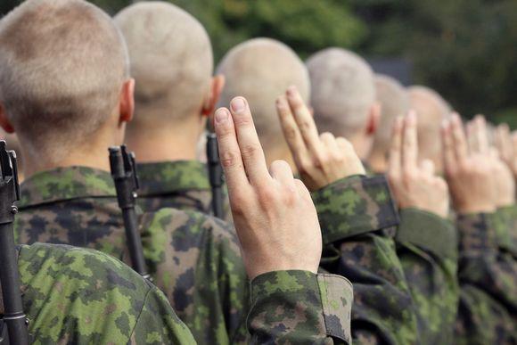 20181129 Merivoimien sotilas vannoo sotilasvalan Upinniemessä.