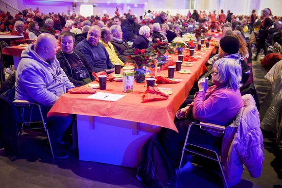 Perinteinen Hurstin vähävaraisten ja yksinäisten joulujuhla järjestettiin Helsingin Messukeskuksessa jouluaattona 24. joulukuuta.
