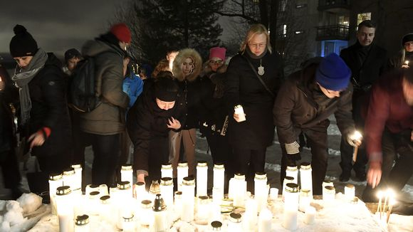 Kynttilöitä sytytettiin jouluaattoiltana Arabianrannassa henkirikoksen uhrina kuolleelle alakouluikäiselle pojalle.
