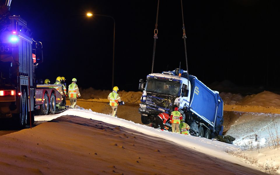 young child among three dead in car crash near oulu yle uutiset