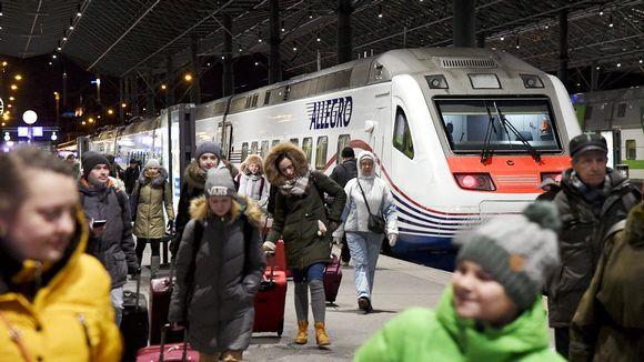 Matkustajia saapuu Helsinkiin Allegro-junalla Pietarista 2. tammikuuta