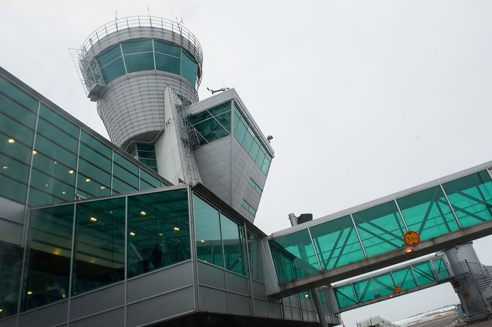 Mechanical glitch reportedly forces high-speed landing at Helsinki Airport