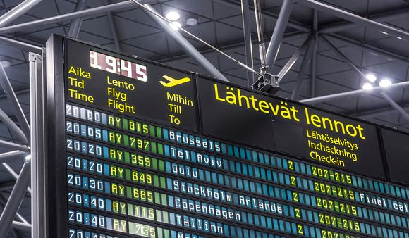 Aikataulu Helsinki-Vantaa lentoasemalla.
