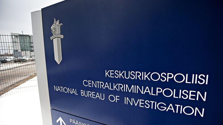 Kyltti Keskusrikospoliisin (KRP) päämajan ulkopuolella