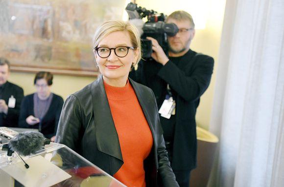 Paula Risikko oli median tavattavissa puhemiesneuvoston kokouksen jälkeen