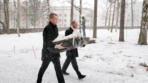 Urheiluministeri Sampo Terho saapumassa Matti Nykäsen siunaustilaisuuteen Jyväskylässä 2. maaliskuuta.