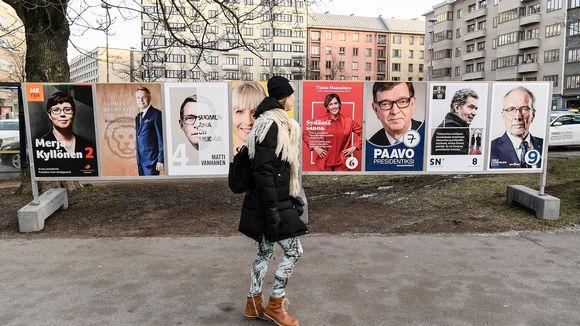 Presidentinvaalimainoksia Töölöntorilla Helsingissä tammikuussa 2018.