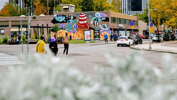 Ihmisiä Tikkurilan keskustassa marraskuussa 2018.