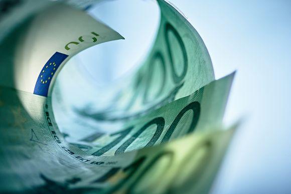 Sadan euron seteleitä