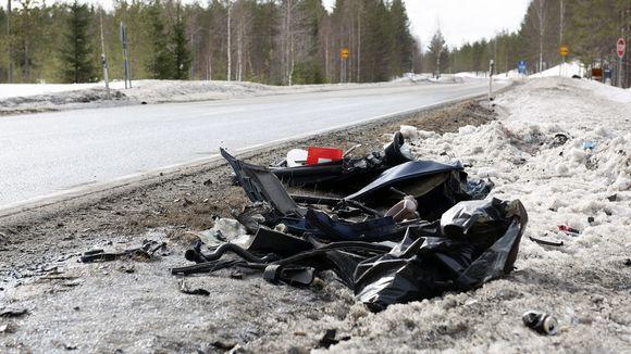 Kolme ihmistä kuoli henkilöauton ja pienoisbussin kolarissa Kiteellä 31. maaliskuuta 2019. Onnettomuus sattui hieman aamukahden jälkeen yöllä Kuutostiellä pari kilometriä etelään Kiteen ja Tohmajärven kunnanrajalta.