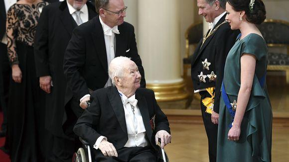 Lasse ja Tom Pöysti tervehtivät presidentti Sauli Niinistöä ja rouva Jenni Haukiota Suomen 100-vuotisjuhlavuoden itsenäisyyspäivän vastaanotolla Helsingissä 6. joulukuuta 2017.