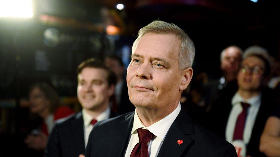 SDP:n puheenjohtaja Antti Rinne kuvattuna puolueen vaalivalvojaisissa Helsingissä 14. huhtikuuta.