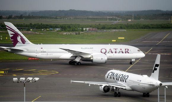 Qatar Airwaysin Boeing 787 Dreamliner Helsinki-Vantaan lentoasemalla toukokuussa 2018.