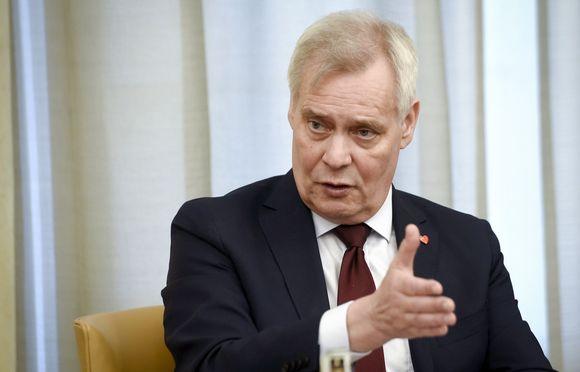 SDP:n puheenjohtaja Antti Rinne eduskuntaryhmien kokouksessa eduskunnassa Helsingissä perjantaina 26. huhtikuuta