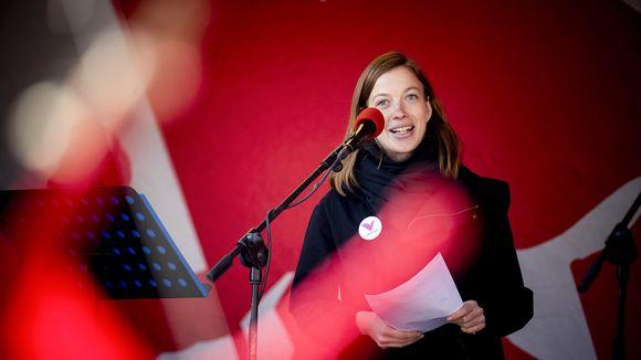 Vasemmistoliiton puheenjohtaja Li Andersson puhui puolueen vapputapahtumassa Turussa vappupäivänä