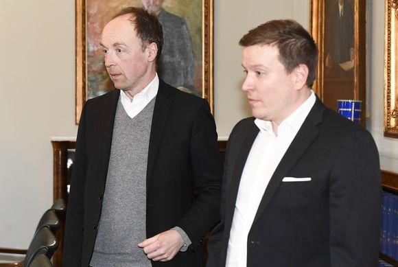 Perussuomalaisten puheenjohtaja Jussi Halla-aho (vas.) ja eduskuntaryhmän puheenjohtaja Ville Tavio eduskunnassa Helsingissä 5. toukokuuta.