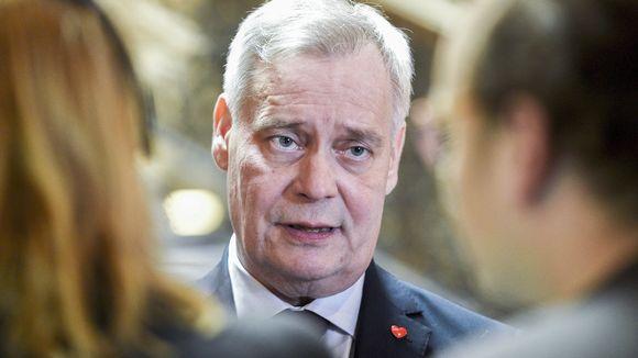 Hallitusneuvotteluiden vetäjä, SDP:n puheenjohtaja Antti Rinne antoi kommenttinsa medialle hallitusneuvotteluiden jatkuessa Säätytalossa Helsingissä 17. toukokuuta.