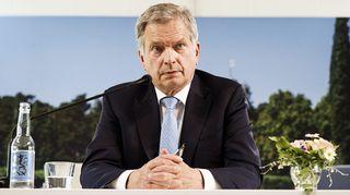 Tasavallan presidentti Sauli Niinistö isännöimiensä Kultaranta-keskusteluiden alussa pidettävässä mediatilaisuudessa Naantalissa 16. kesäkuuta.