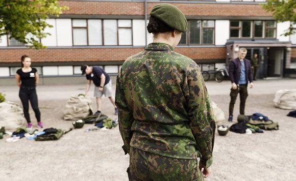 Uudet alokkaat tarkastivat kuitatut varusteensa Santahaminan varuskunnassa Helsingissä maanantaina 9. heinäkuuta 2018.