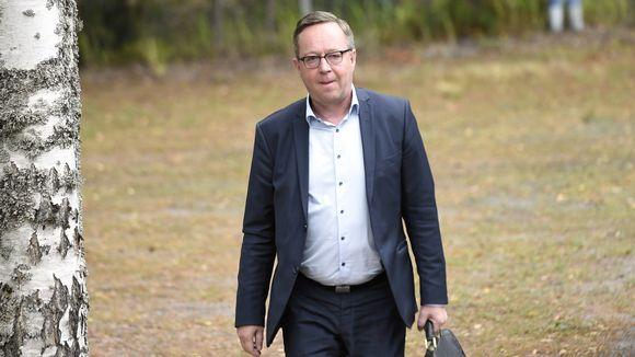 Valtiovarainministeri Mika Lintilä saapumassa vuoden 2020 talousarvioehdotuksen neuvotteluihin