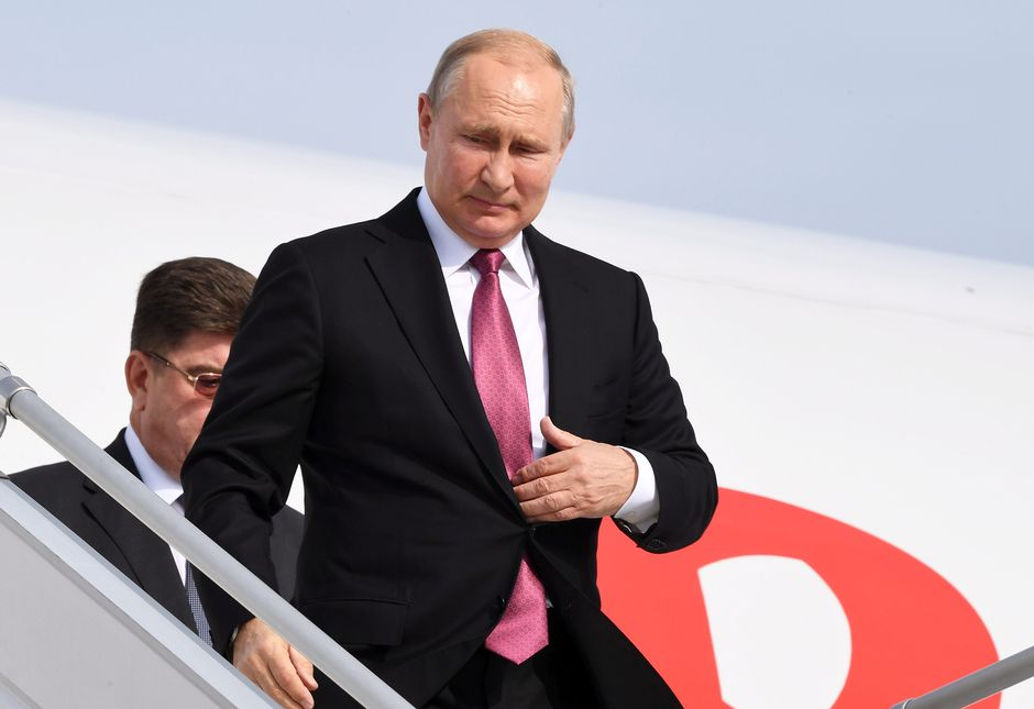 Vladimir Putin astuu lentokoneesta ulos Helsinki-Vantaa lentokentällä 21. elokuuta.