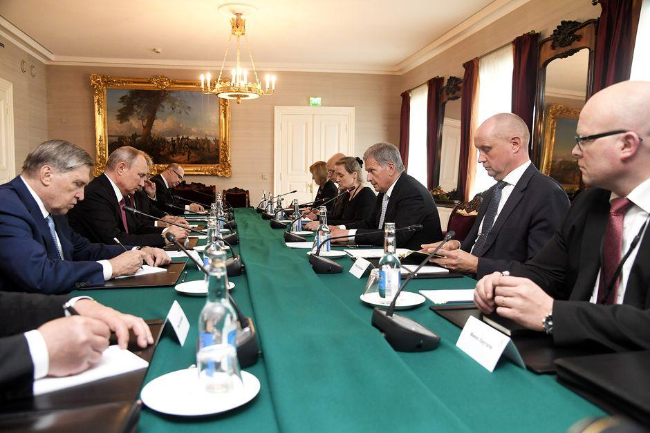 Presidentit Vladimir Putin ja Sauli Niinistö neuvottelevat Presidentinlinnassa.