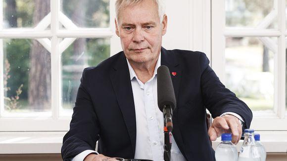 Pääministeri Antti Rinne ennen Yle Radio Suomen pääministerin haastattelutunnin suoraa lähetystä Kesärannassa Helsingissä 25. elokuuta.