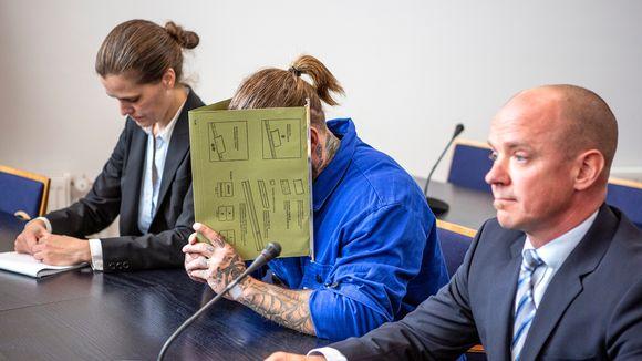 Porvoon ampumisesta epäiltyjen veljesten vangitsemisistunnot järjestettiin Vantaalla Itä-Uudenmaan käräjäoikeudessa.