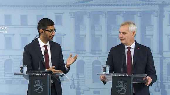 Googlen toimitusjohtaja Sundar Pichain ja pääministeri Antti Rinne (sd.) kuvattuna yhteisessä tiedotustilaisuudessa 20. syyskuuta.