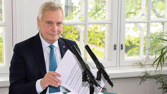 Pääministeri Antti Rinne valmistautui Yle Radio Suomen Pääministerin haastattelutunnin suoraan lähetykseen Kesärannassa Helsingissä 29. syyskuuta.