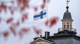 Kuopio koulusurma kaupungintalo suruliputus