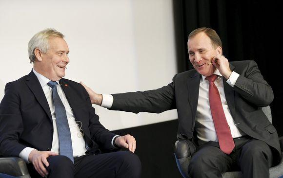 Pääministeri Antti Rinne (vas.) ja Ruotsin pääministeri Stefan Löfven