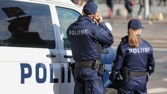 poliiseja mielenosoituksessa