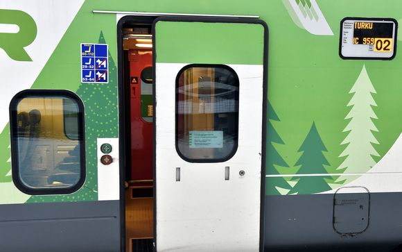 Turkuun lähdössä oleva juna Helsingin Rautatieasemalla 7. marraskuuta