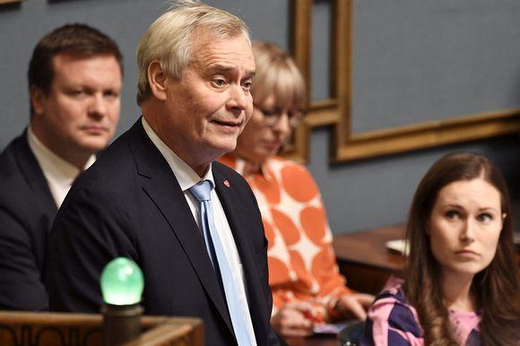 Pääministeri Antti Rinne (SD) puhuu eduskunnan suullisella kyselytunnilla Helsingissä 7. marraskuuta