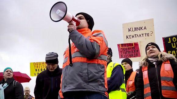 Mielenosoitus Postin pääkonttorin edessä 12. marraskuuta 2019.