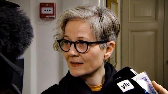Valtakunnansovittelija Vuokko Piekkala median haastateltavana keskiviikkoaamuna 27. marraskuuta.