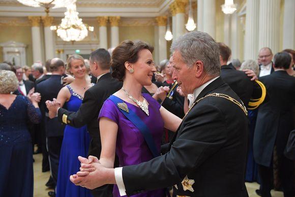 Presidenttipari tanssii, Itsenäisyyspäivän Juhlavastaanotto Presidentinlinnassa vuonna 2016