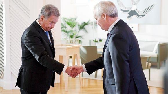 Pääministeri Antti Rinne pyysi eroaan presidentti Sauli Niinistöltä