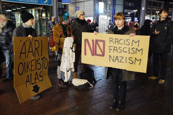 Ilman natseja -mielenosoitus Helsingissä.