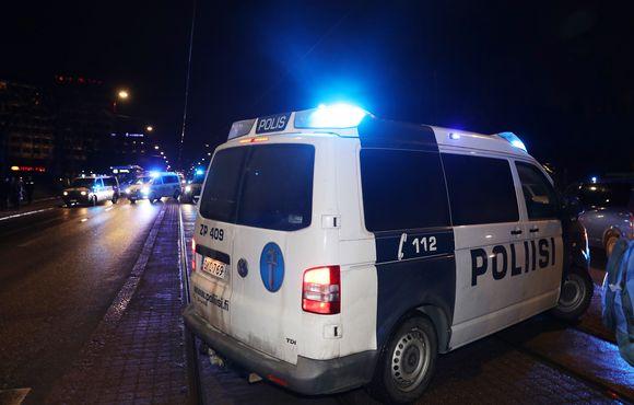poliiseja mannerheimintiellä