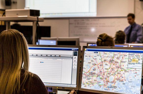 ERICA-järjestelmän opiskelua Keravan hätäkeskuslaitoksen oppiluokassa.