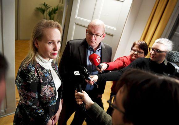 Teknologiateollisuuden työmarkkinajohtaja Minna Helle ja Teollisuusliiton puheenjohtaja Riku Aalto