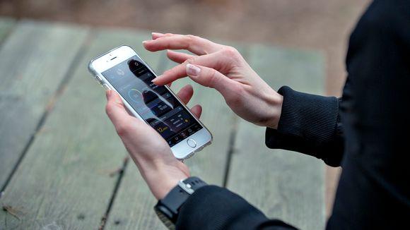 Älykellon appia voi käyttää puhelimessa.